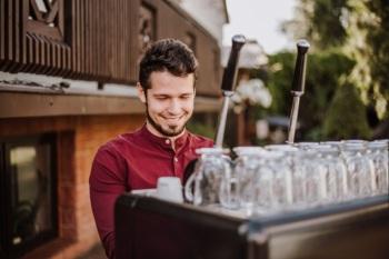 Mobilny bar kawowy do wynajęcia! Pyszna kawa na Twoim weselu !, Barista na wesele Ozorków