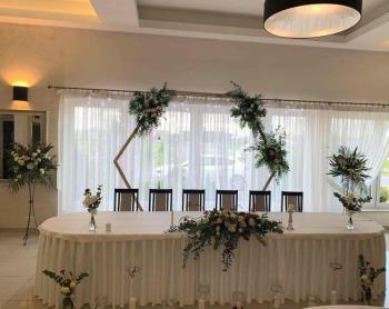 Dekoracje Sal Kościoła Bukiety Biały Dywan krzesła Chiavari, Dekoracje ślubne Dobczyce