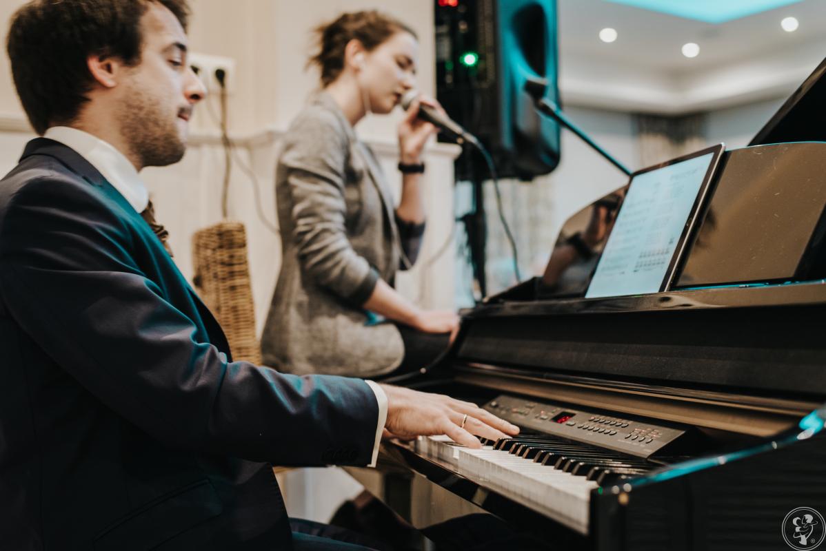 Wyjątkowy duet muzyczny (pianino + wokal) na niezwykły początek wesela, Wrocław - zdjęcie 1