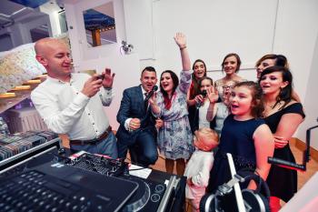 DJ DARUU, wodzirej, taniec w chmurach, konkursy, karaoke, DJ na wesele Ostrowiec Świętokrzyski