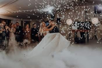 Ciężki dym, dekoracja światłem, girlandy, Dj Bagi, Dekoracje ślubne Grzebienisko