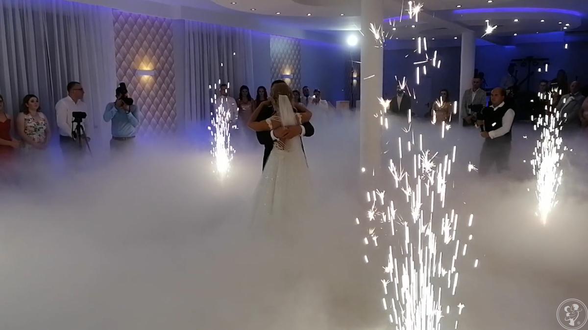 Taniec w chmurach,CIĘŻKI DYM, fontanna ISKIER, fotobudka, Busko-Zdrój - zdjęcie 1