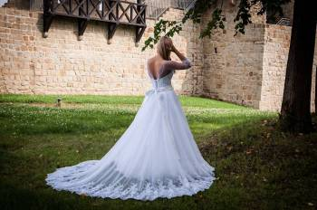 Viktoria - Suknie Ślubne zaprojektowane i uszyte na miarę, Salon sukien ślubnych Czchów