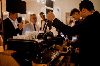 Mobilny bar kawowy do wynajęcia ! Wolne terminy !, Barista na wesele Bałtów