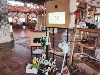 Drewniana Fotobudka Amavi Box, Fotobudka, videobudka na wesele Wisła