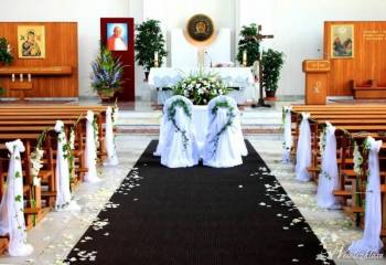 Elegant Dekoracje Kościoła Sal Bukiety Biały Dywan krzesła Chiavari, Kwiaciarnia, bukiety ślubne Świątniki Górne