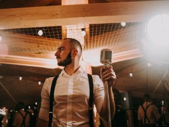 Przyjęcia weselne bez disco polo Dj Dariusz Hołyst, DJ na wesele Skała