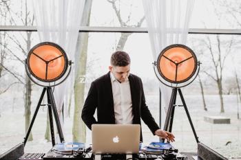 DJ Mateusz Grychnik - niesztampowe przyjęcia weselne, DJ na wesele Szczekociny