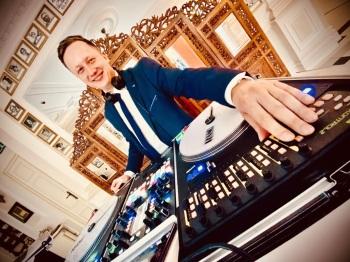 Dj Jacek Kościanowski / Prezenter/ Dekoracje świetlne/ Ciężki dym, DJ na wesele Poniec