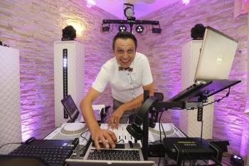⭐⭐⭐⭐⭐ Dj Salto Marcin Olesiński Gentleman dj,s /napis LOVE/ciężki dym/, DJ na wesele Lipiany