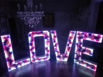 Napis LOVE WYNAJEM,  Wągrowiec