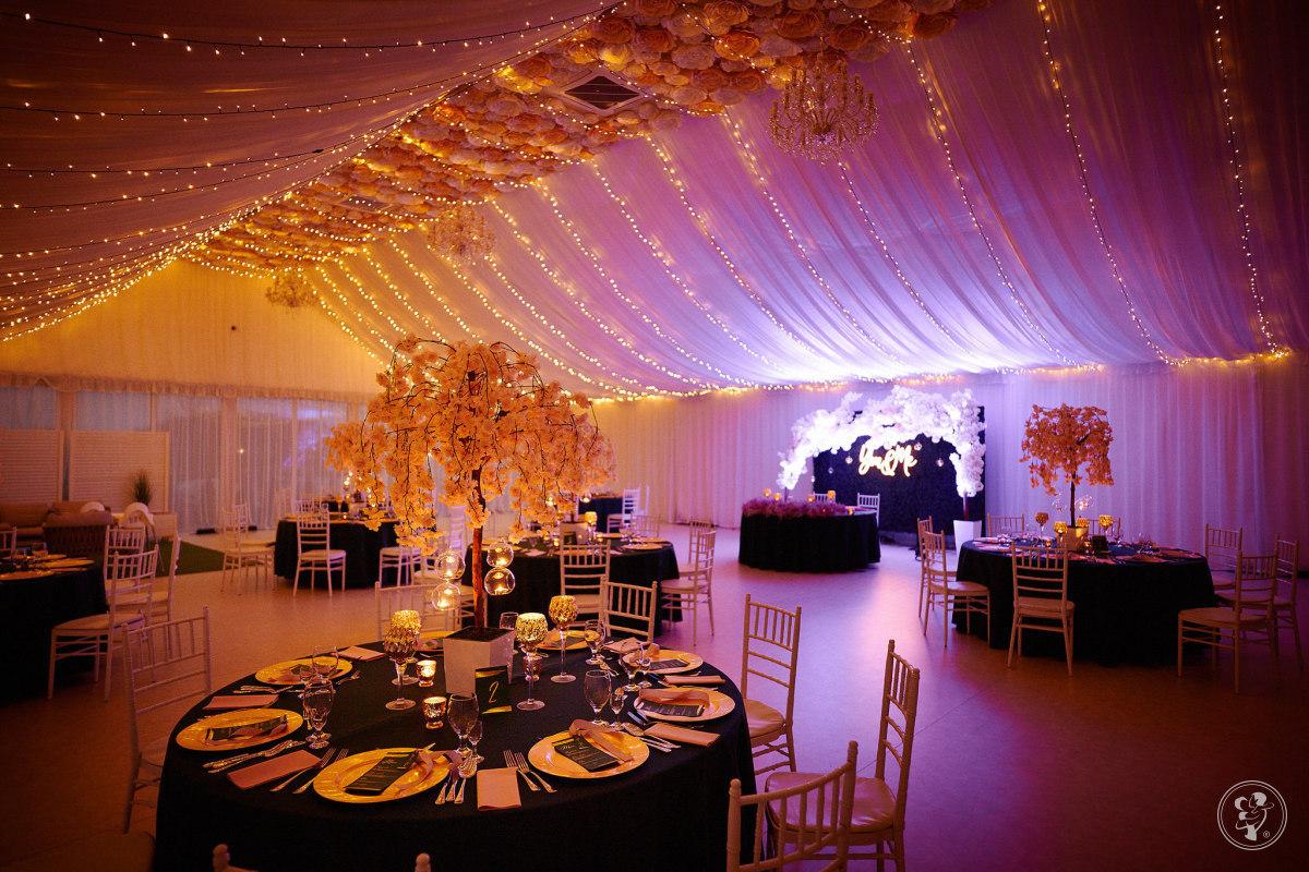 Dekoracja światłem sali weselnej eventu studniówki, Rzeszów - zdjęcie 1