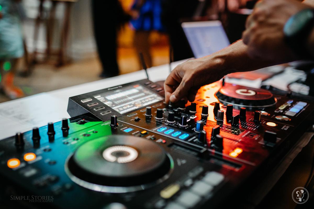 DJ Grelik - dj + wodzirej , cięzki dym, dekoracja LED, Gdynia - zdjęcie 1