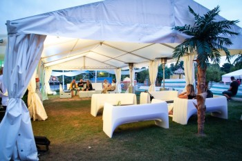 Wynajem namiotów, mebli, dekoracji, oświetlenie i multimediów, Wypożyczalnia namiotów Trzcianka
