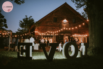 Girlandy świetlne - niezwykła dekoracja sali i wesela w plenerze!