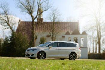 Chrysler Pacifica Limited 8-mio osobowe auto na wyjątkowe okazje., Samochód, auto do ślubu, limuzyna Maszewo