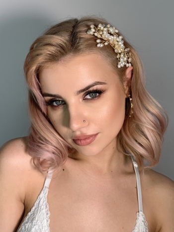 Hello Beauty Ewa Potera - makijaż i stylizacja brwi