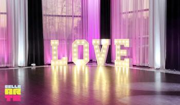 Bella Arte Event | Dekoracja światłem - Napis Love -  Fontanny iskier
