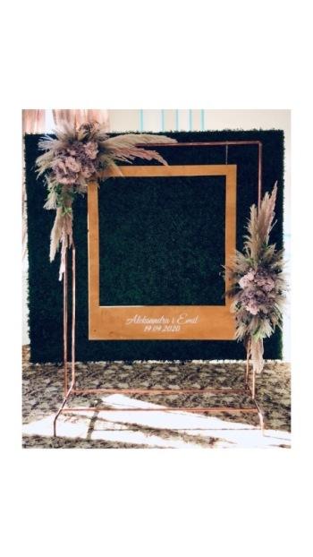 Ścianki weselne, ciężki dym, drewniany napis love, miłość, bańki