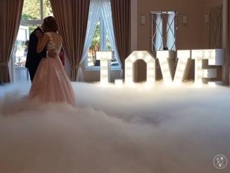 Wielki Napis LOVE na sale weselną,  Kamieńskie Młyny