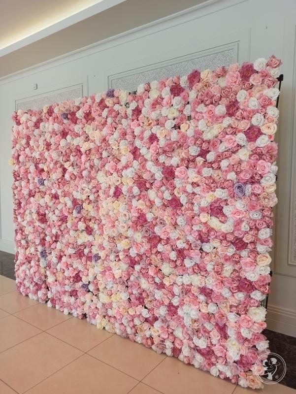 Ścianka kwiatowa tło za Parą Młodą na wesele, Konin - zdjęcie 1