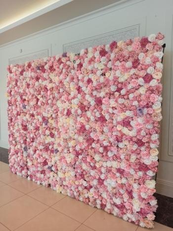 Ścianka kwiatowa tło za Parą Młodą na wesele, Artykuły ślubne Konin