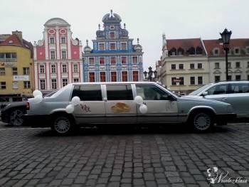 Klasyczna volvo limuzyna czeka na zamówienia, Samochód, auto do ślubu, limuzyna Węgorzyno