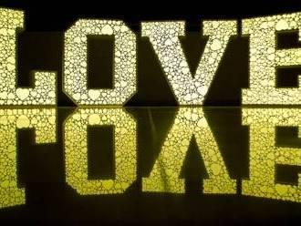 Napis LOVE podświetlany LED RGB (z wzorem w serca),  Gdańsk