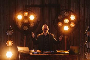 DJ/Konferansjer Lukas - wesela nowoczesne, glamour, rustykalne, boho, DJ na wesele Legnica