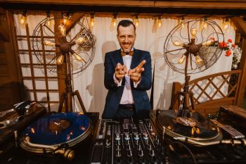 DJ / Wodzirej Mariusz - wesela w dobrym stylu, DJ na wesele Żnin