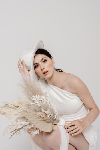 White Lovers Aleksandra Trzeszan Golenia, Salon sukien ślubnych Gdynia