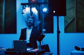 DJ weselny, śpiewający Wodzirej z rockowym pazurem i wielkim serduchem, DJ na wesele Dębica