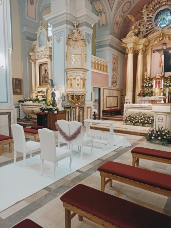 Białe Krzesła i Klęcznik   Biały Dywan !!! Kropka Nad I !!!, Artykuły ślubne Radom
