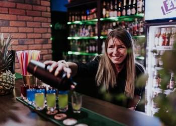 Kraina Koktajli – Drink Bar mobilny – Profesjonalna Obsługa barmańska, Barman na wesele Olsztyn