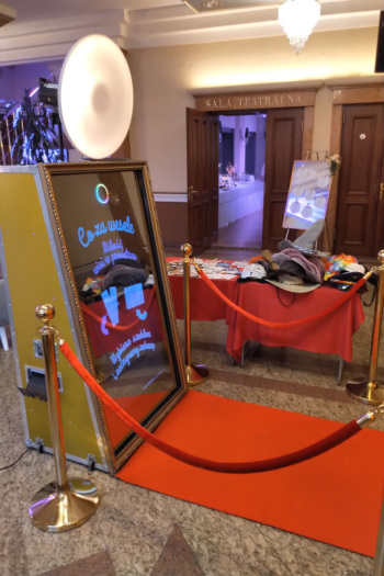 Impreza z lustrem Złote fotolustro 65 cali na Twoje wesele, Fotobudka, videobudka na wesele Żory