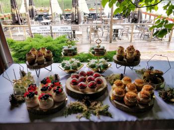 W świecie kruszonki - słodkie stoły, torty, desery, ciasta, Słodki kącik na weselu Sosnowiec