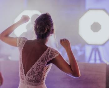 DJ On  z klasą , stylem , uśmiechem, światła retro, top nagłośnienie, DJ na wesele Żary