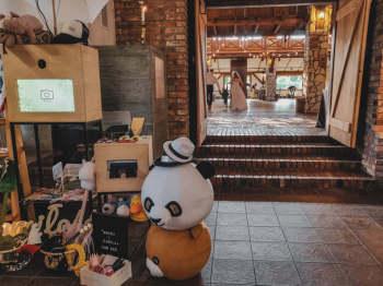 Fotobudka Amavi Box, drewniana, rustykalna, Fotobudka, videobudka na wesele Skawina