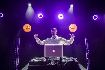STYLOWE WESELA: DJ MC sax wokal + światło dym bańki ENG RUS FR GER, DJ na wesele Mława