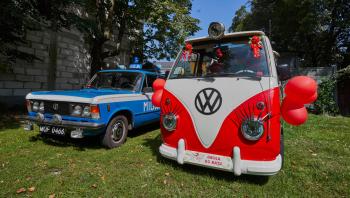 FIAT 125p radiowóz MILICJA, Hippie Van, limuzyna INFINITI Q50, Samochód, auto do ślubu, limuzyna Puławy