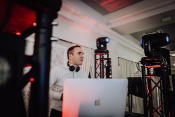 DJ | Wodzirej | Konferansjer na wesele - Gramy Z Wami, DJ na wesele Bełchatów
