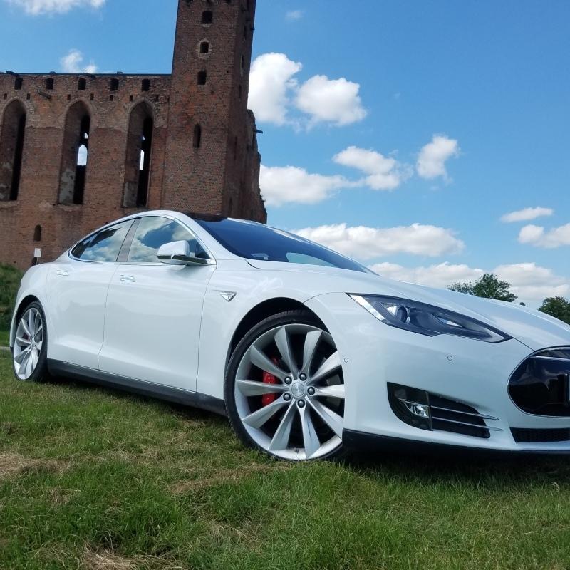 Tesla S do Slubu