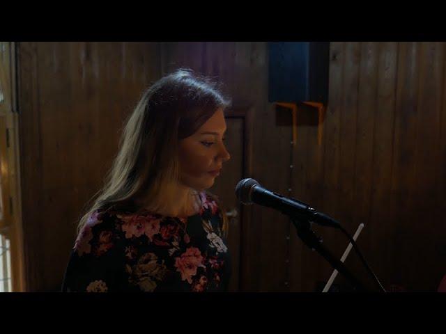 Karolina Wesołowska - oprawa muzyczna skrzypce i wokal (+ gitara) - film 1