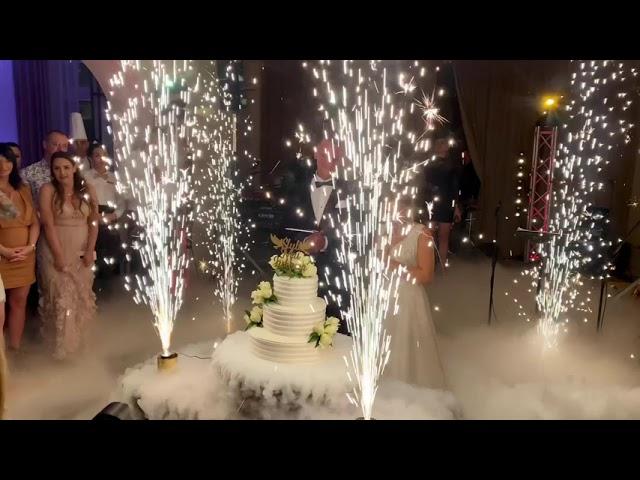 Bella Arte Event | Dekoracja światłem - Napis Love -  Fontanny iskier - film 1