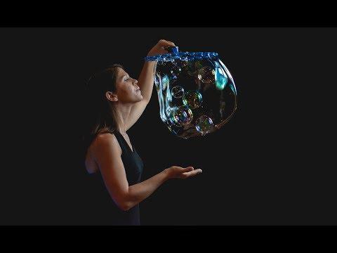 Artystyczny pokaz baniek mydlanych -Amazing Bubble Show - film 1