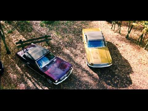 Ford Mustang 1966 i 1968 Cabrio & Chrysler 300c - film 1